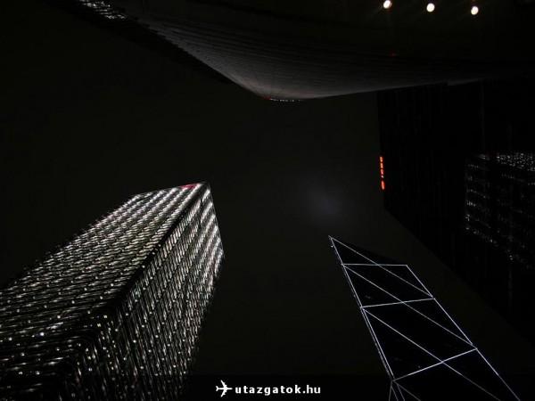 Éjszakai városkép Hong Kongban