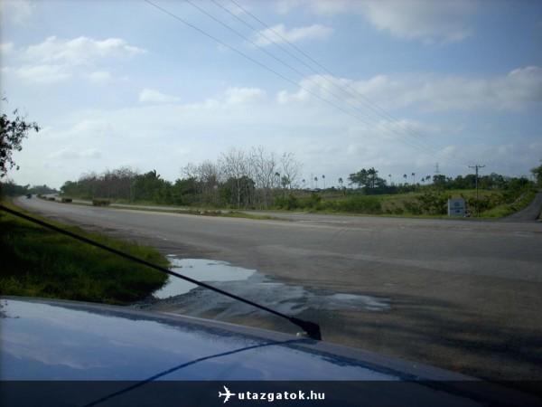 Autópálya bekötő út