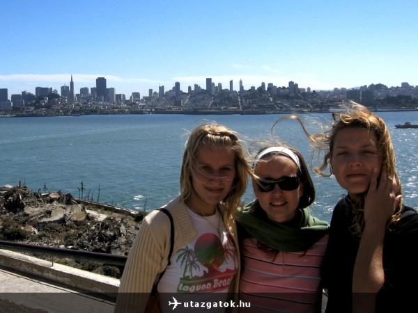 Ági, Sára, Lili és San Franciscó az Alcatrazról